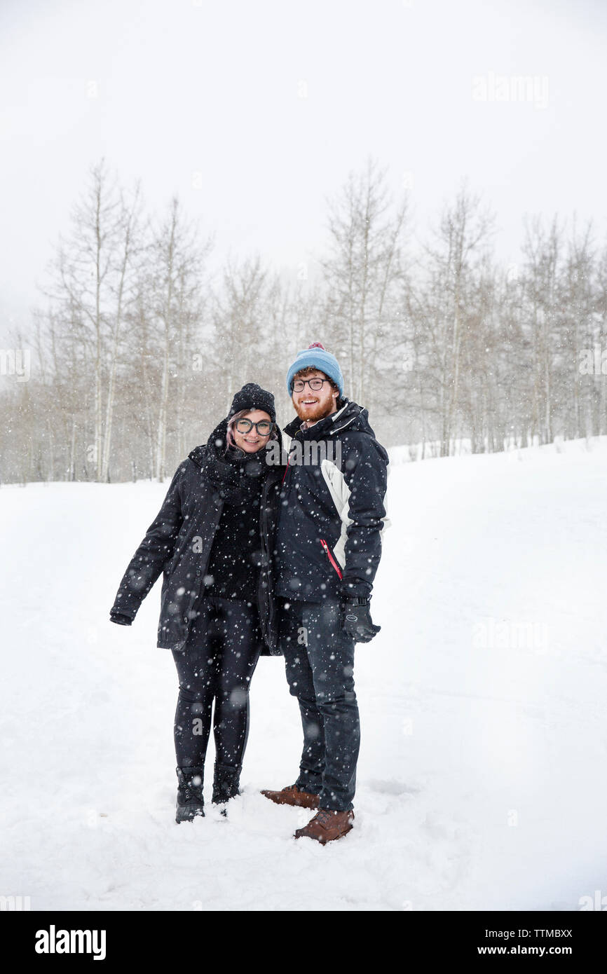 USA, Colorado, Aspen, a couple gets ready for the sleigh ride at the Pine Creek Cookhouse, Ashcroft - Stock Image