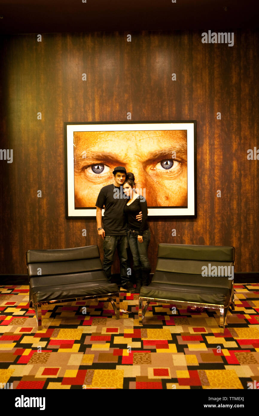 USA, Nevada, Las Vegas, a couple embraces in the a loungy nook, Planey Hollywood, Sin City - Stock Image