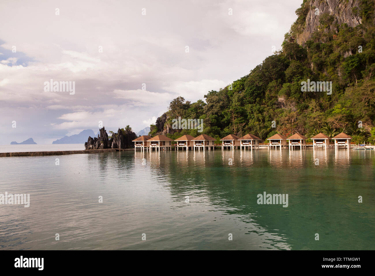 PHILIPPINES, Palawan, El Nido, arriving by boat to Lagen Island resort in Bacuit Bay in the South China Sea - Stock Image