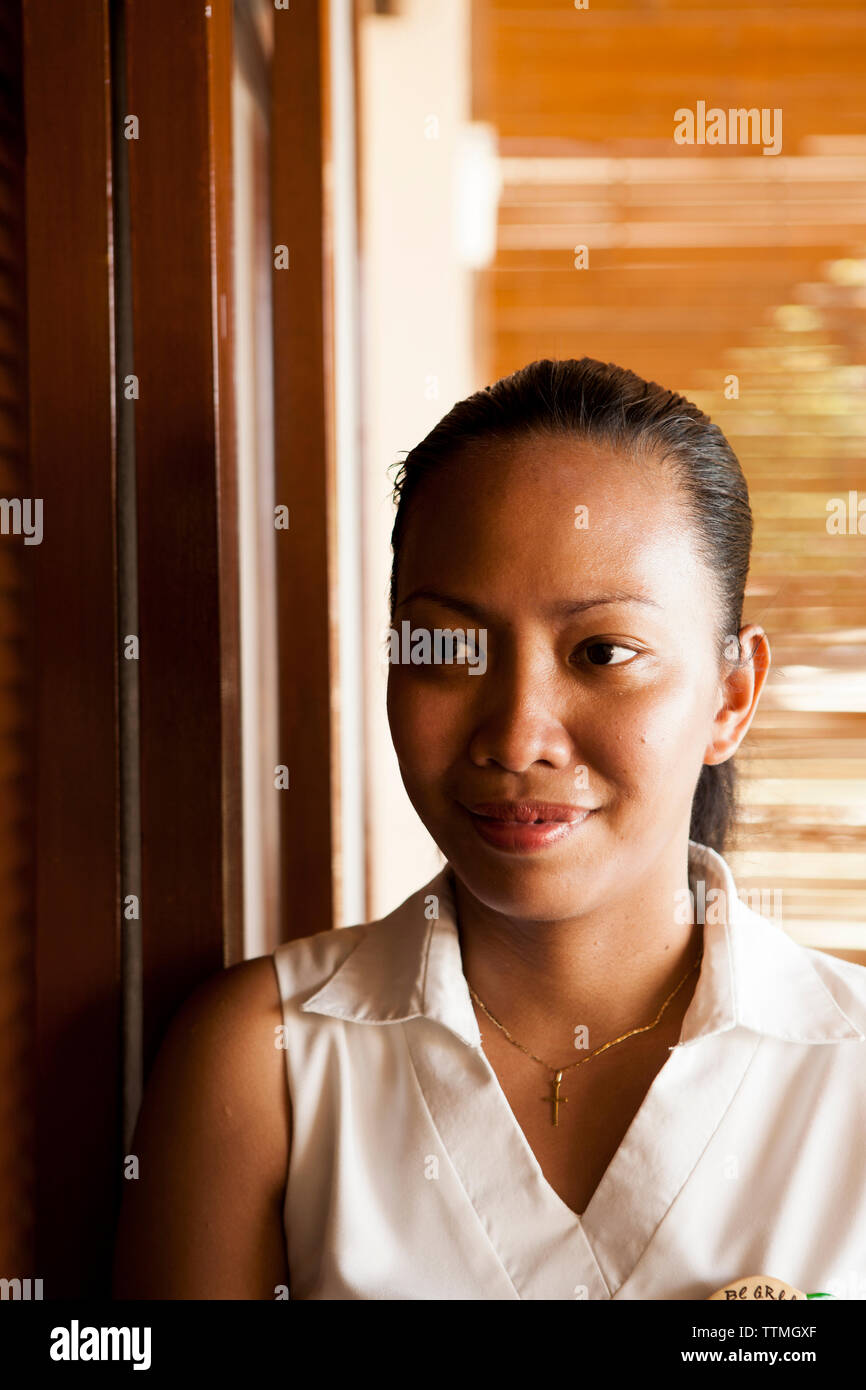 PHILIPPINES, Palawan, El Nido, Lagen Island, portrait of a Philippino woman at Lagen Island Resort located in Bacuit Bay in the South China Sea - Stock Image