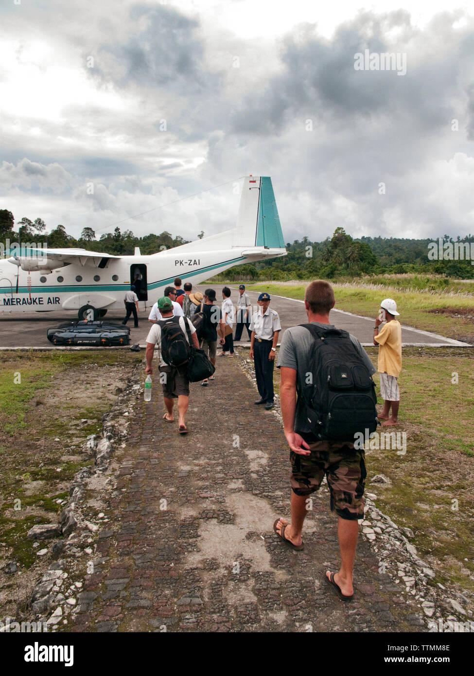 INDONESIA, Mentawai Islands, surfers leaving Sipora island for Padang - Stock Image