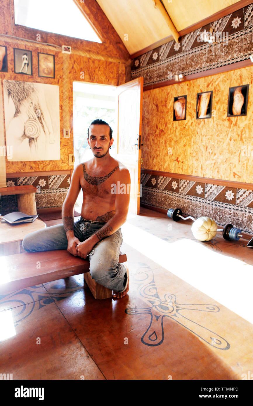 EASTER ISLAND, CHILE, Isla de Pascua, Rapa Nui, Moko Mae a local tattoo artist sits inside his shop in Hanga Roa - Stock Image
