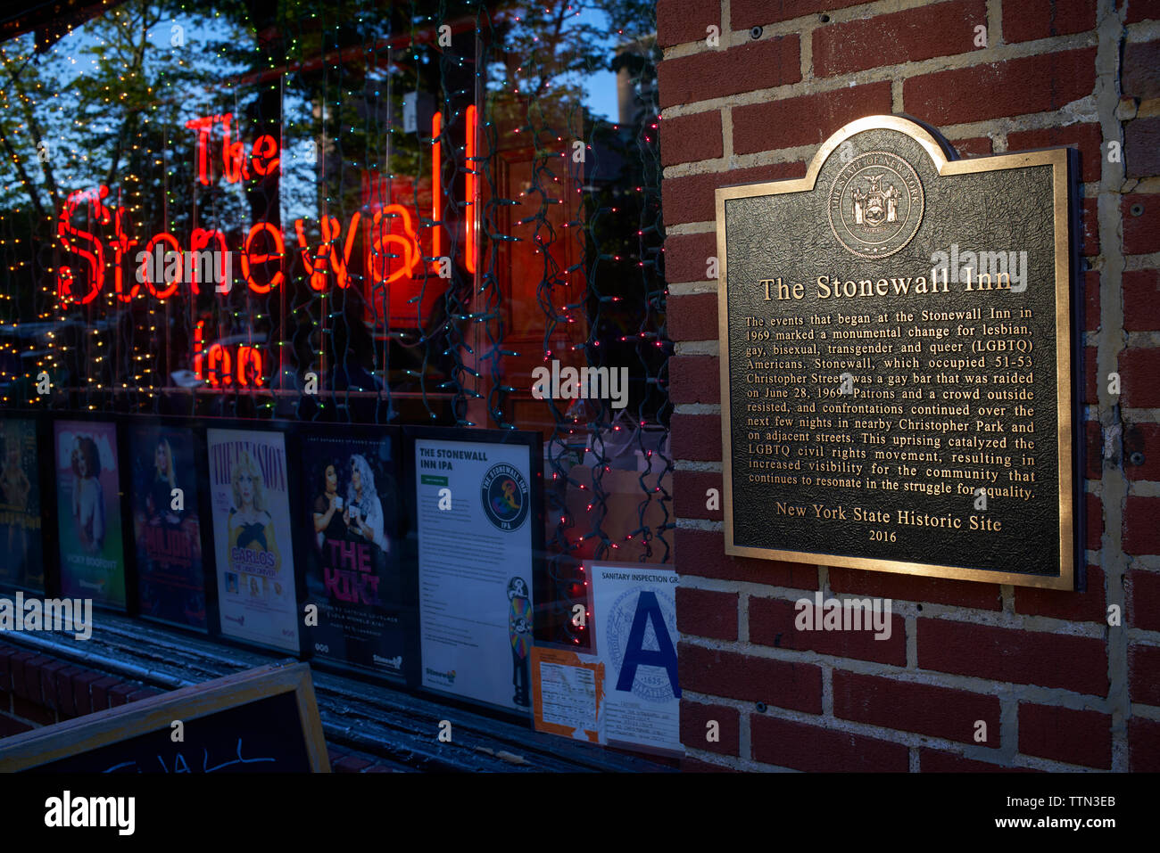 Commemorative plaque at The Stonewall Inn, New York City - Stock Image