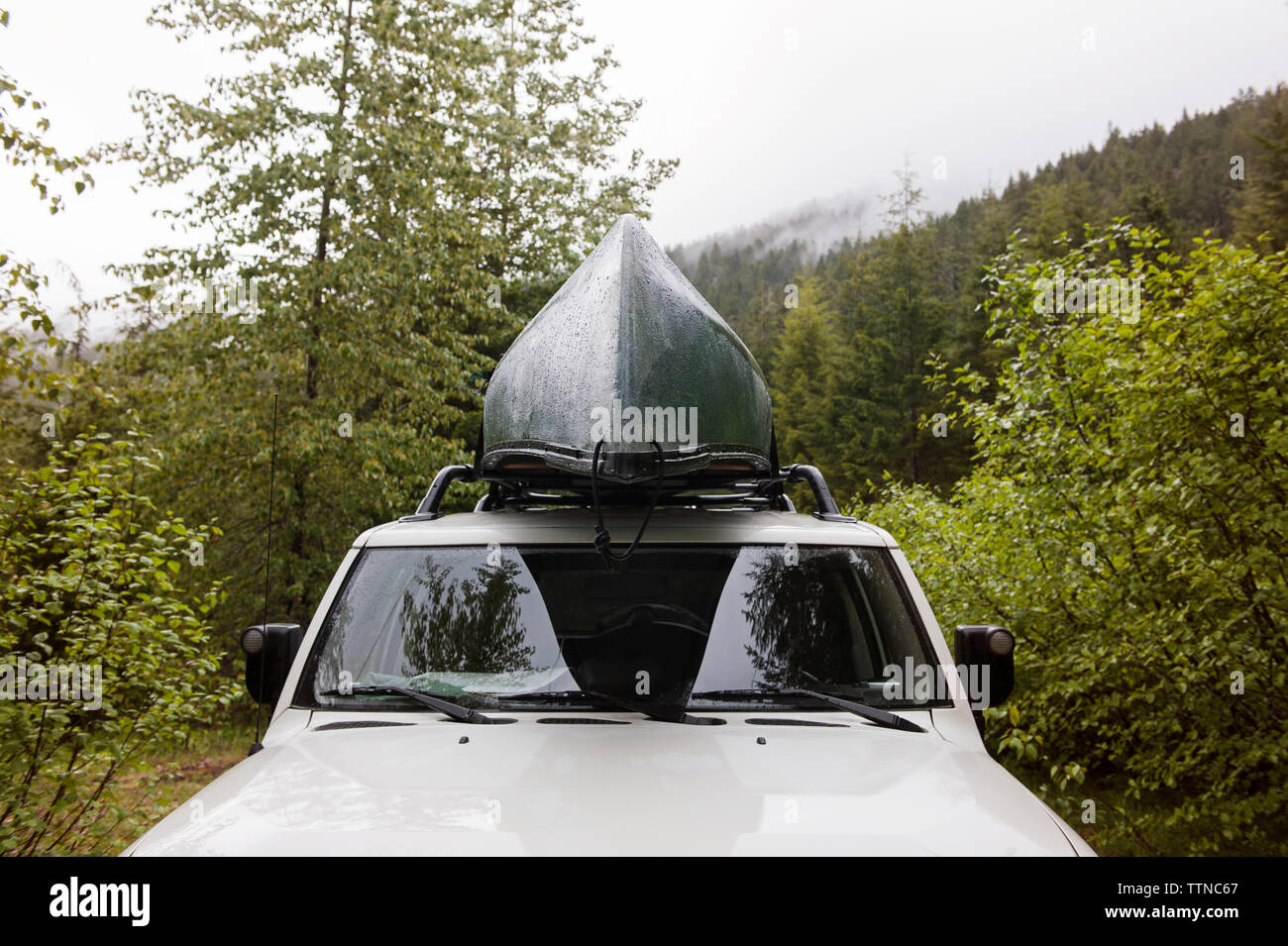 Canoe Car Roof Stock Photos & Canoe Car Roof Stock Images - Alamy
