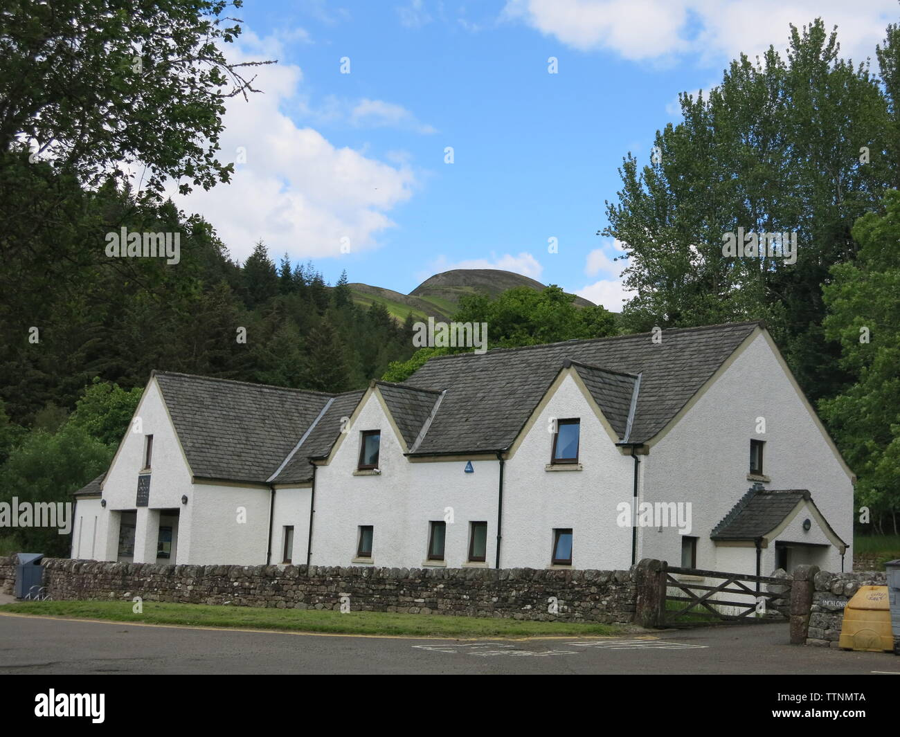 The Visitor Centre in the pretty village of Balmaha on the eastern shore of Loch Lomond provides information and facilities for tourists - Stock Image