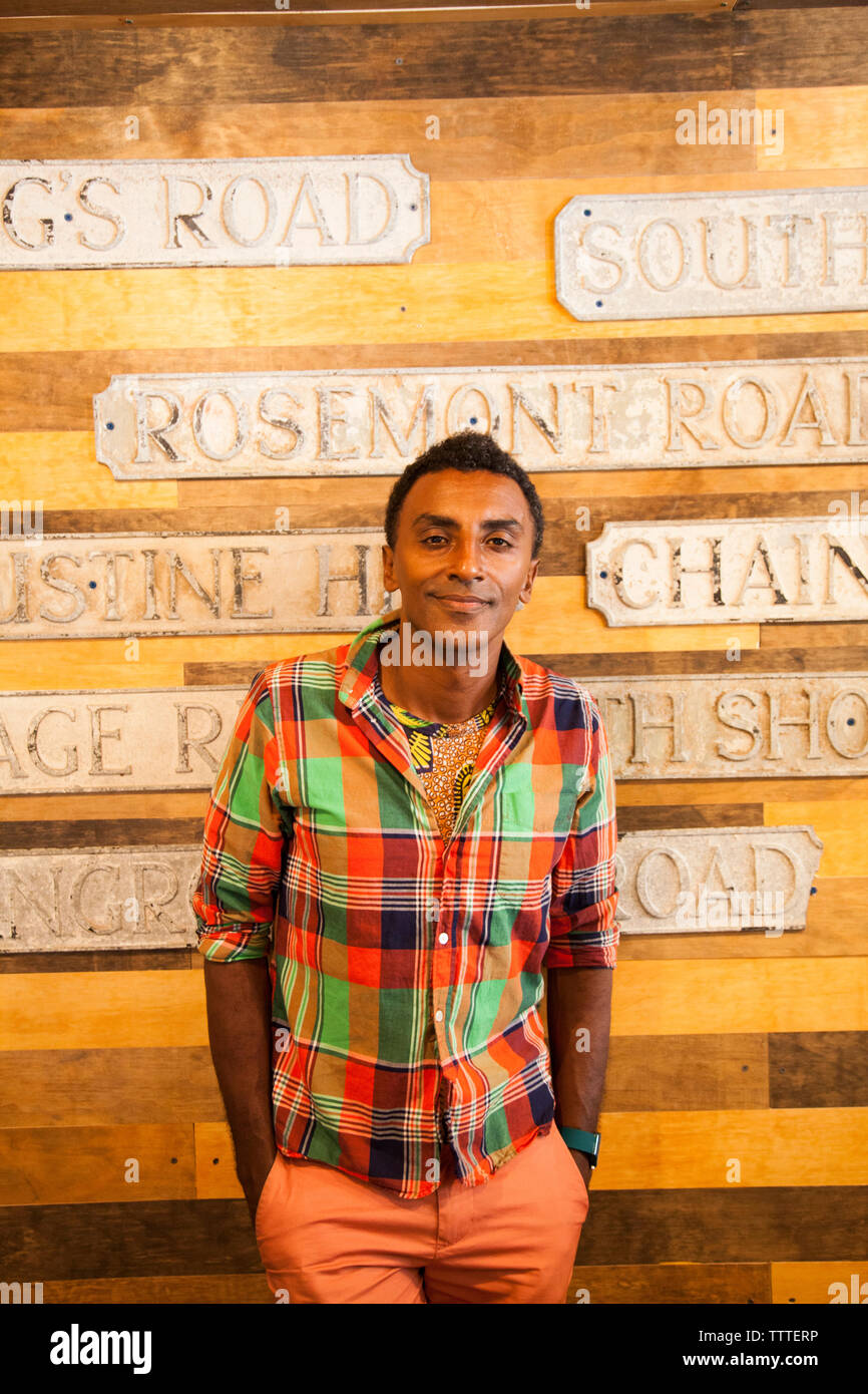 BBERMUDA, Hamilton. Chef Marcus Samuelsson shopping at the shop Urban Cottage located on Front Road in downtown Hamilton. Stock Photo