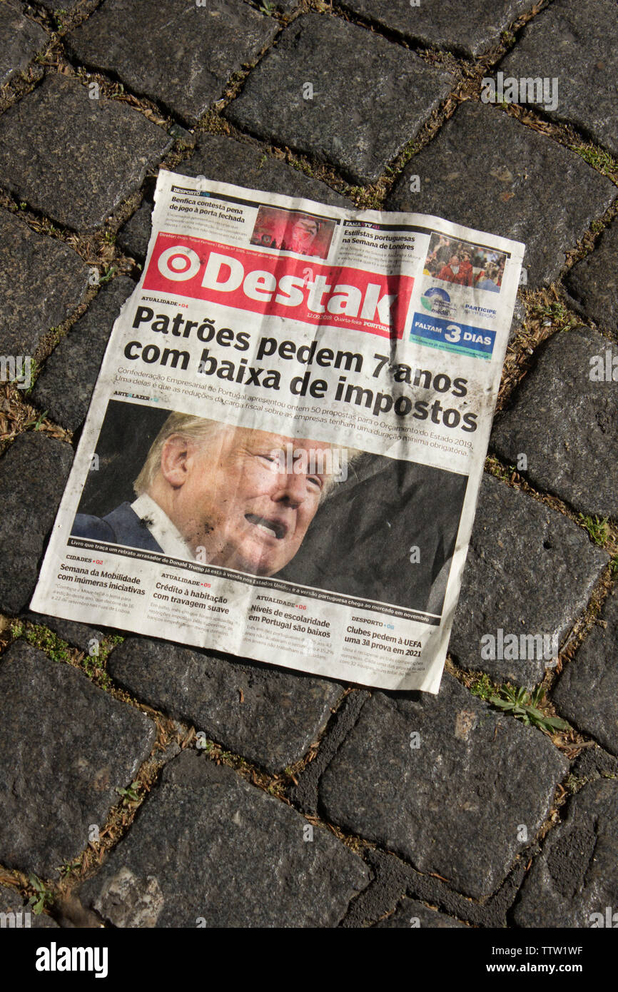 Discarded Portuguese newspaper reflecting the political turmoil unfolding in the U.S.  May, 2019. - Stock Image