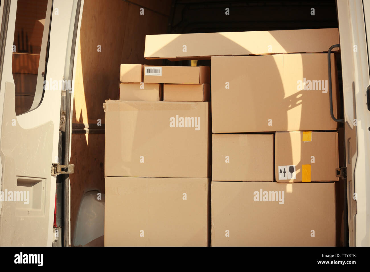 Delivery service van loaded with packages - Stock Image