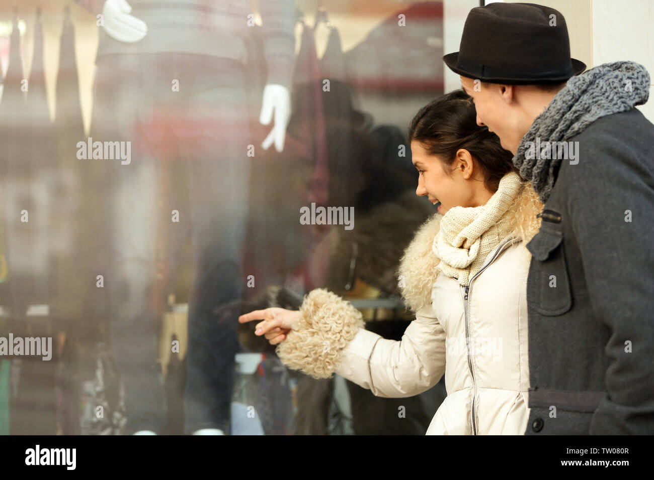 Young couple looking at shop display - Stock Image