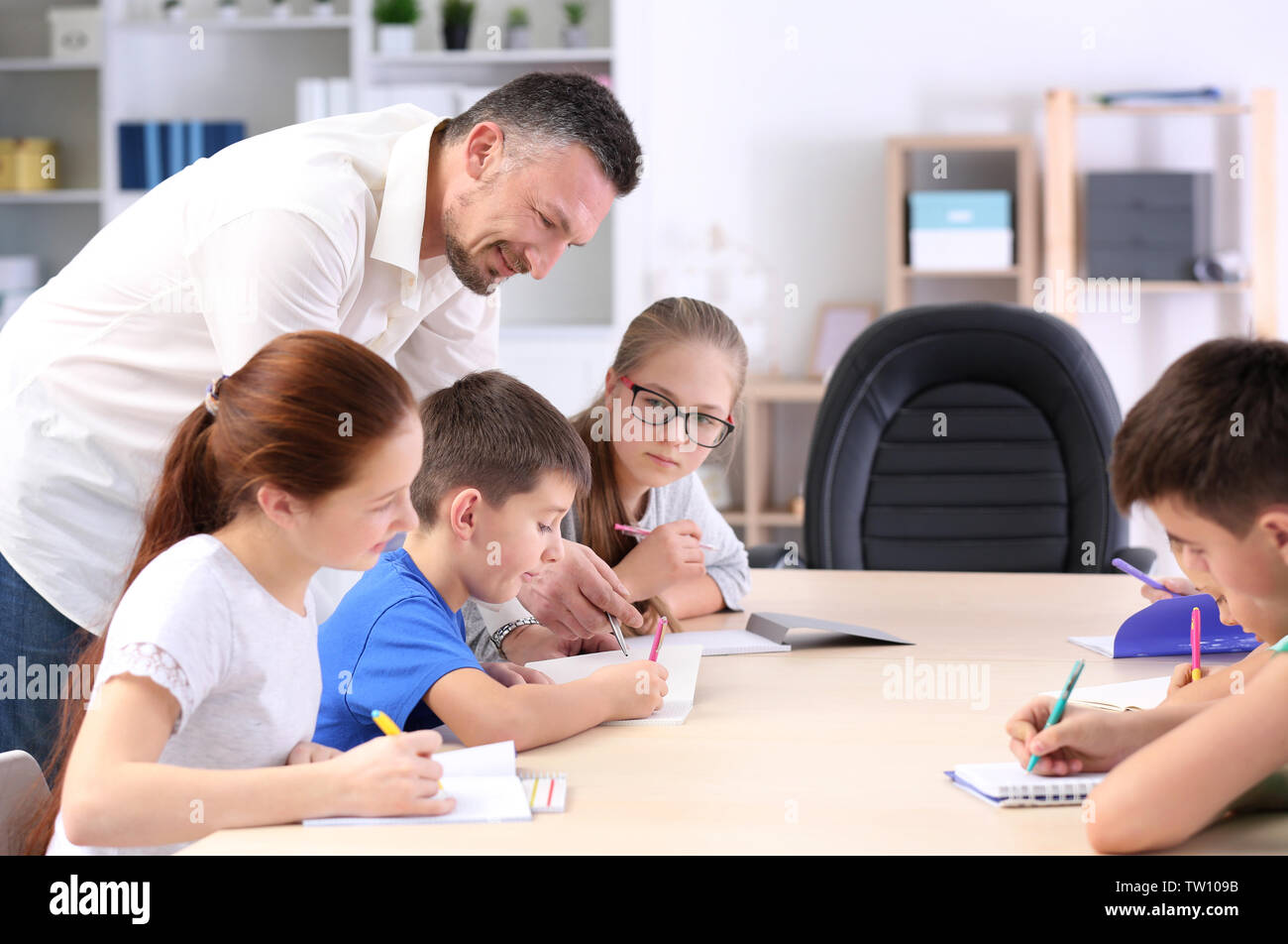 Male teacher conducting lesson in classroom - Stock Image