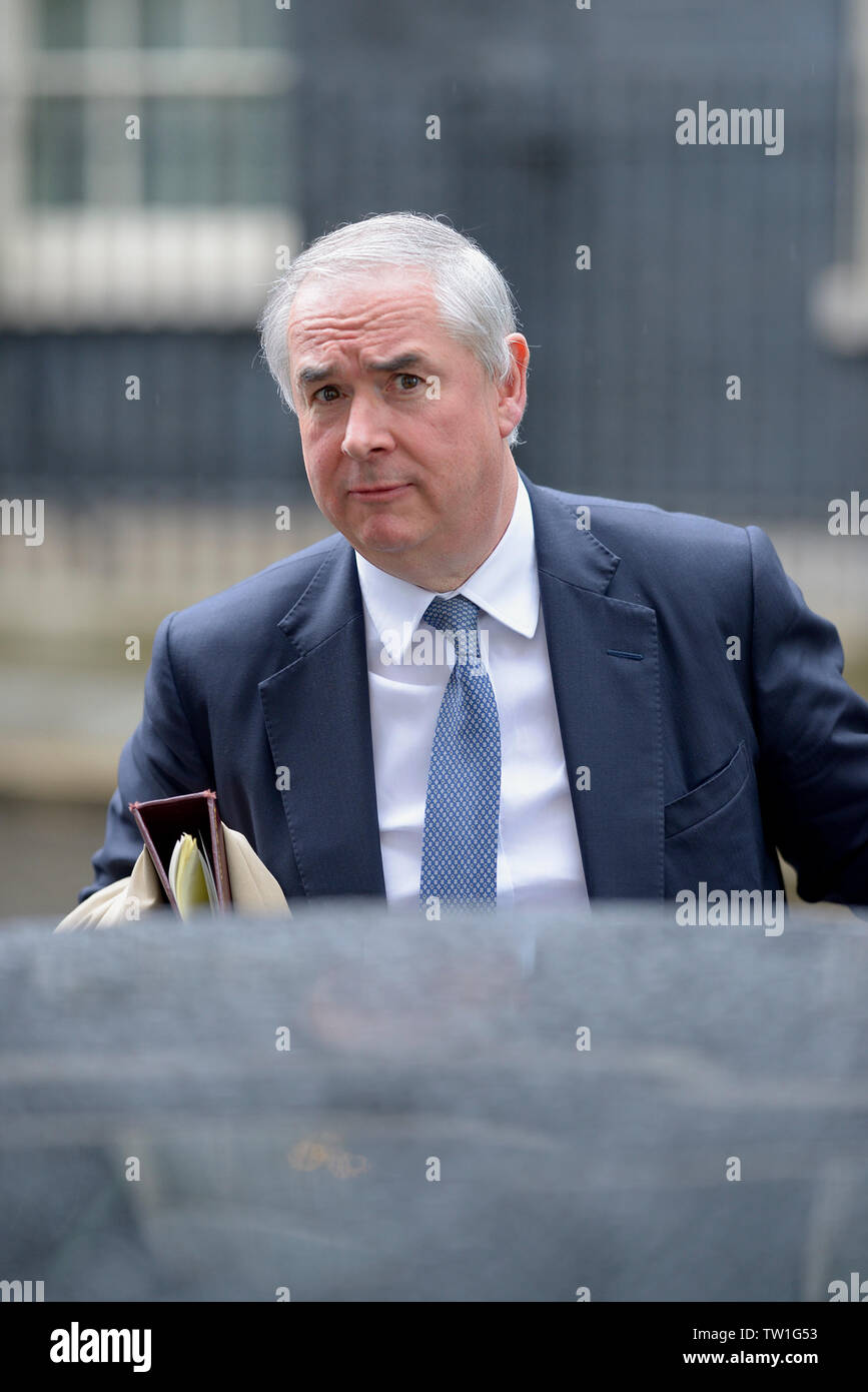 London, UK. 18th June, 2019.  Geoffrey Cox QC MP (Attorney General) leaves after a Cabinet meeting at 10 Downing Street - Stock Image