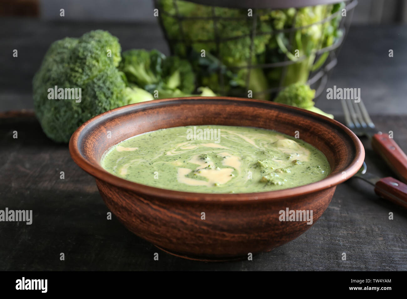 Bowl with delicious broccoli cheese soup on table - Stock Image