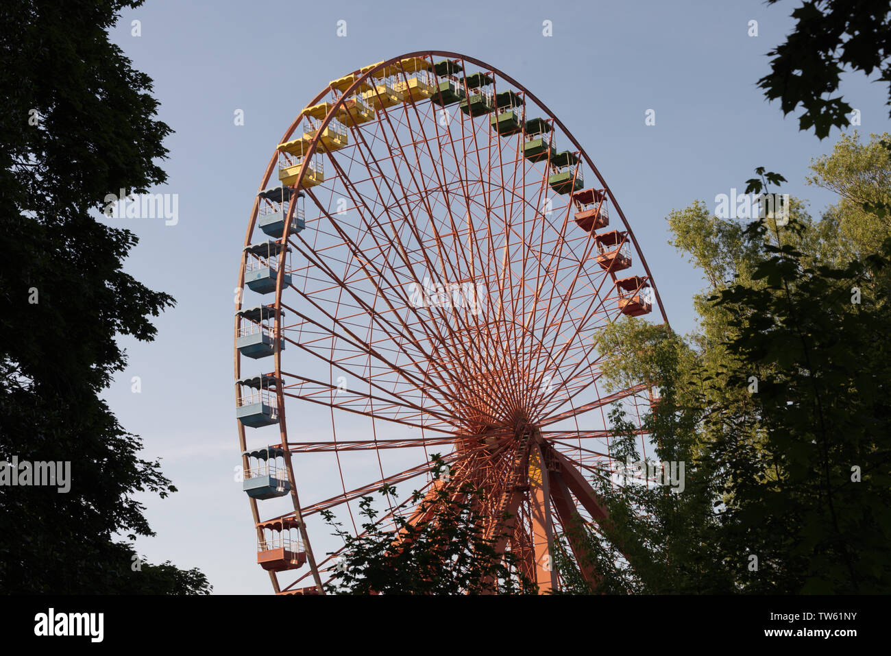 abandoned ferris wheel in spreepark, berlin, germany - Stock Image