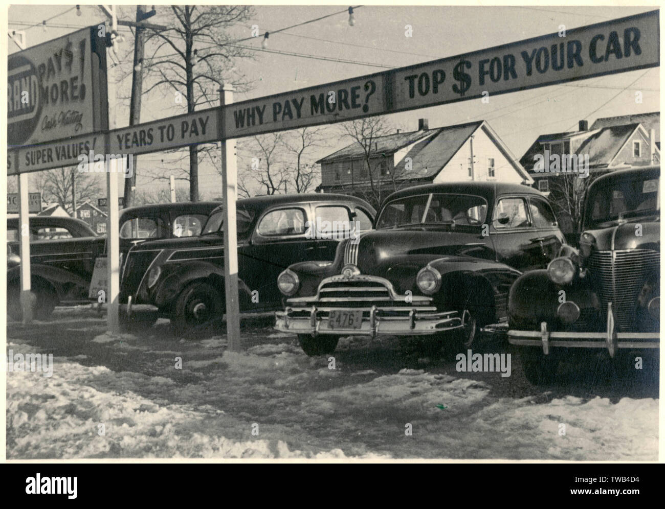 Grand Used Cars, on the corner of Grand Street and Sylvan Avenue (Highway 46), Little Ferry, Bergen County, New Jersey, USA.       Date: 1947 - Stock Image