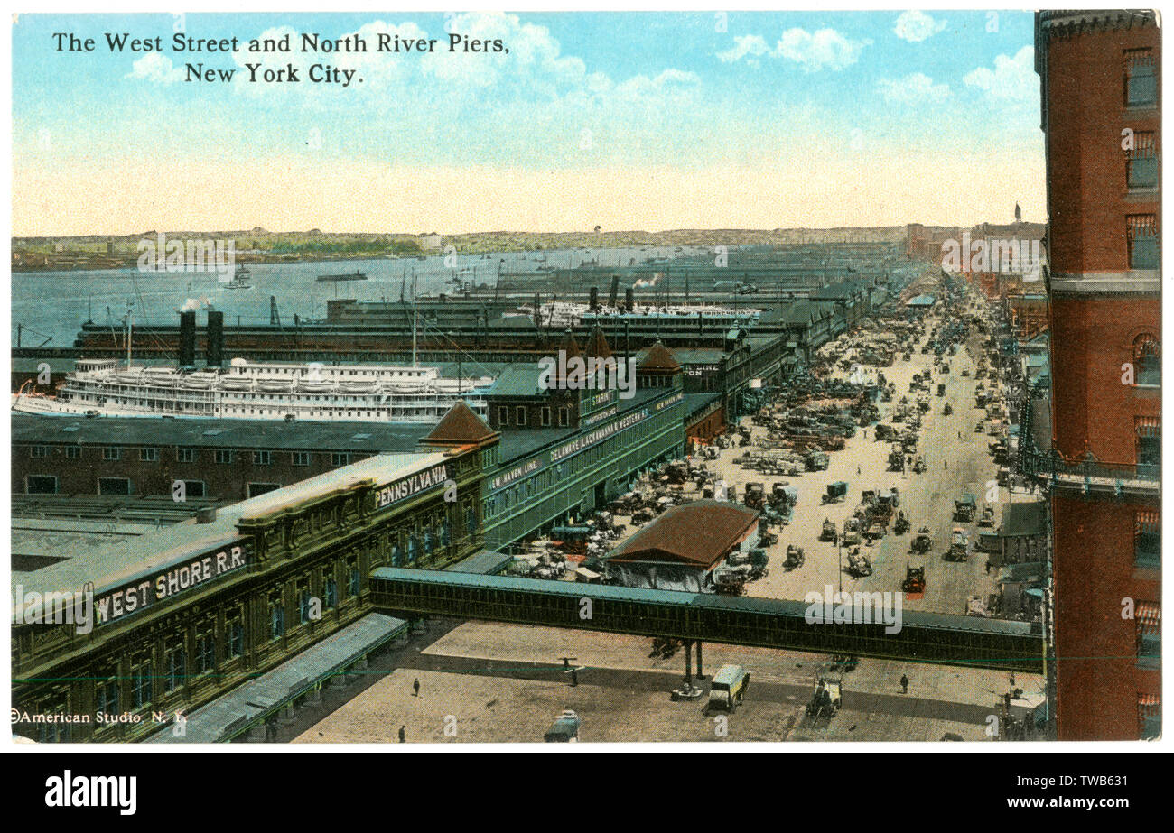 Aerial view of the West Street and North River Piers on the Hudson River, New York City, USA.      Date: 1916 - Stock Image