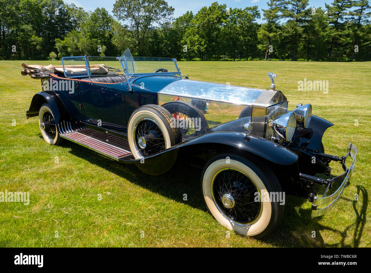 vintage rolls royce convertible high resolution stock photography and images alamy https www alamy com rolls royce 1927 phantom 1 phaeton classic vintage car historic luxury automobile image256562623 html
