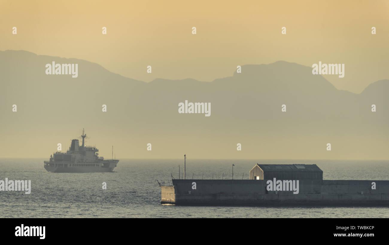 The SAS Drakensberg fleet replenishment ship departs from the Simons Town naval base along South Africa's Western Cape False Bay coast - Stock Image