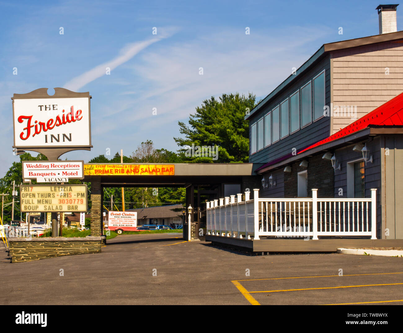 Baldwinsville, New York, USA. June 19, 2019. The Fireside Inn, a local landmark restaurant and event establishment across from the Seneca River in the - Stock Image