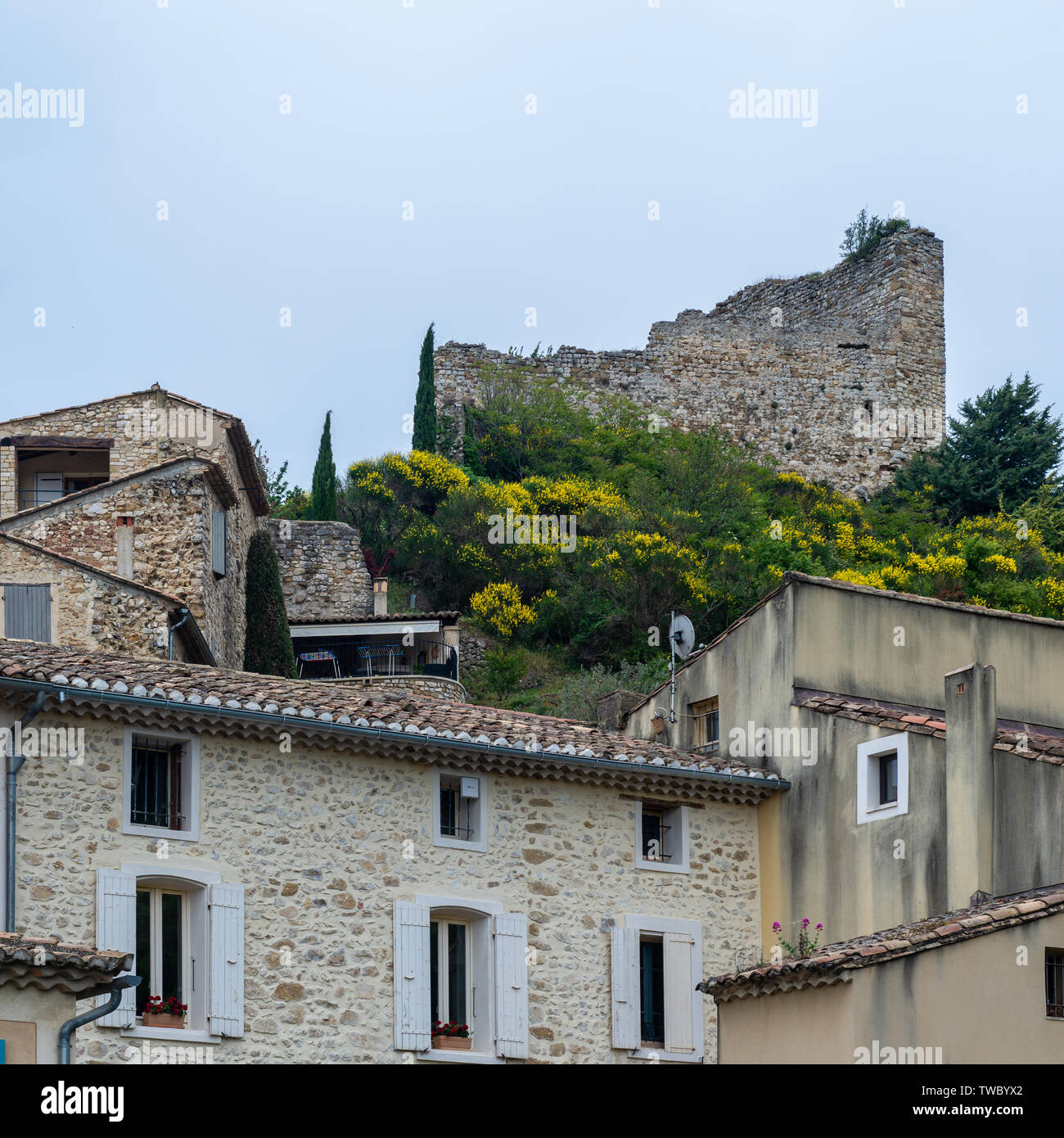 Castle ruins at the ancient city of Gigondas in southern France. - Stock Image