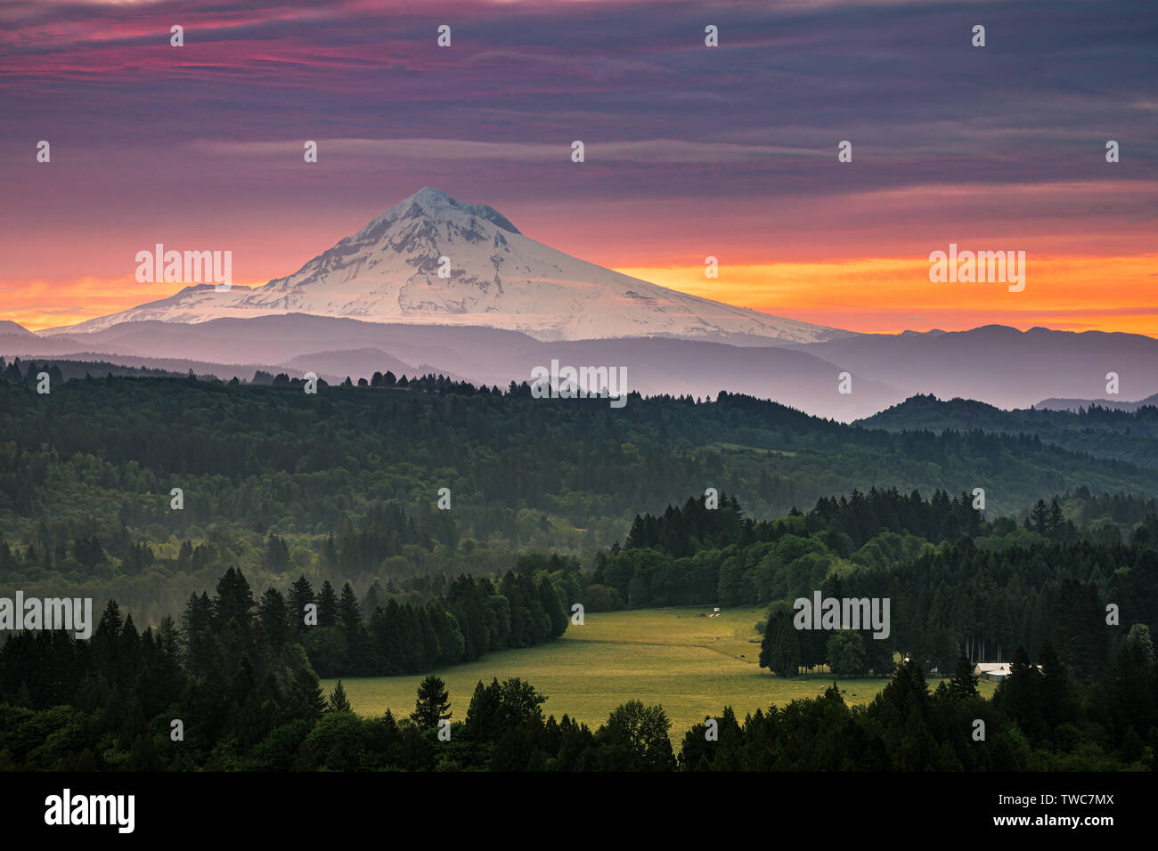 Jonsrud Viewpoint is a viewpoint located in the city of Sandy in the U.S. state of Oregon. The viewpoint offers telescopes and expansive views of Moun - Stock Image