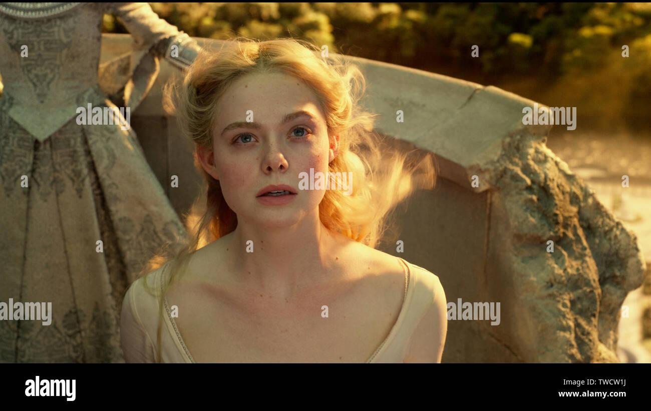 Elle Fanning Is Aurora In Disney S Maleficent Mistress Of