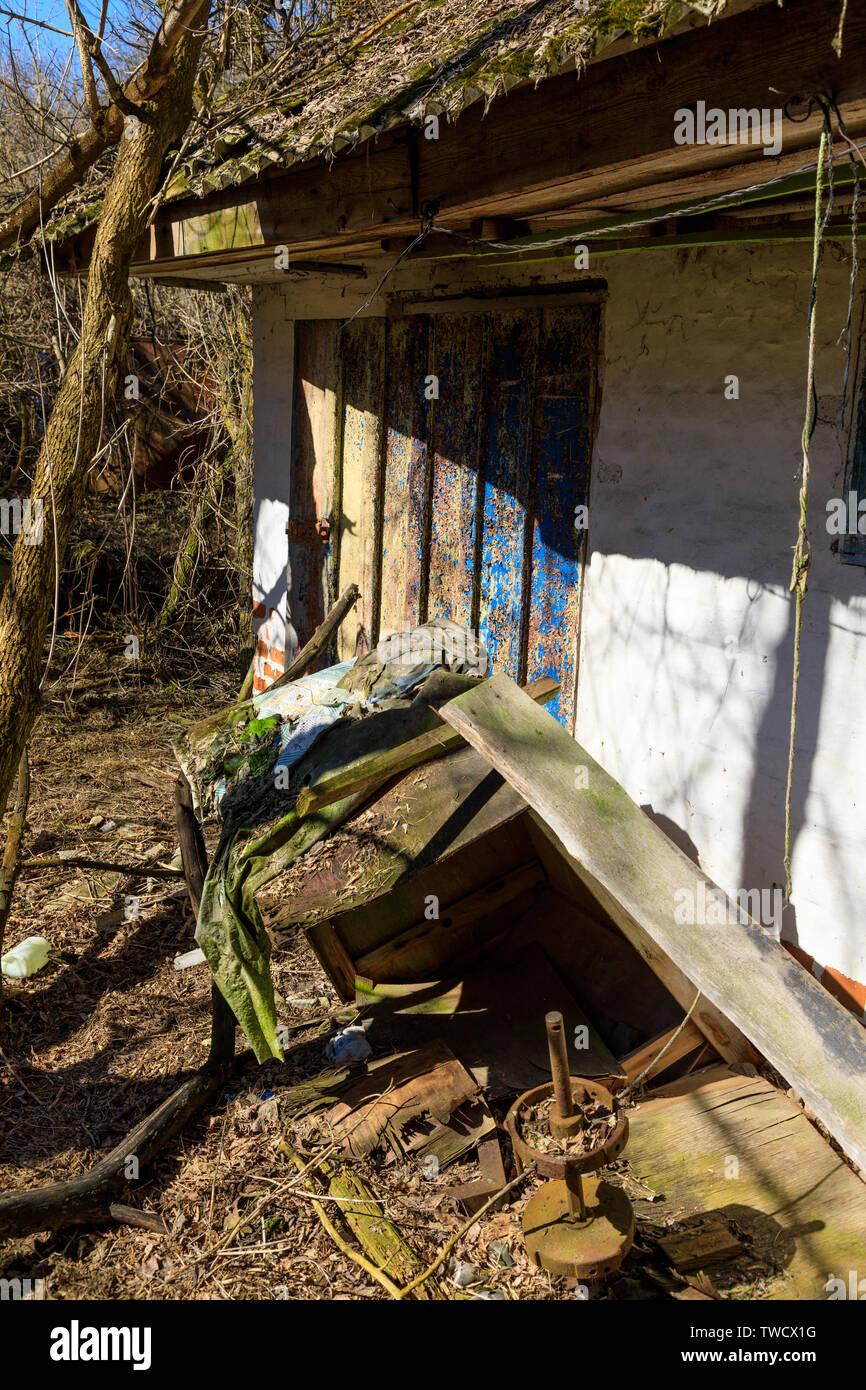 Eastern Europe, Ukraine, Pripyat, Chernobyl. Remains of house. - Stock Image