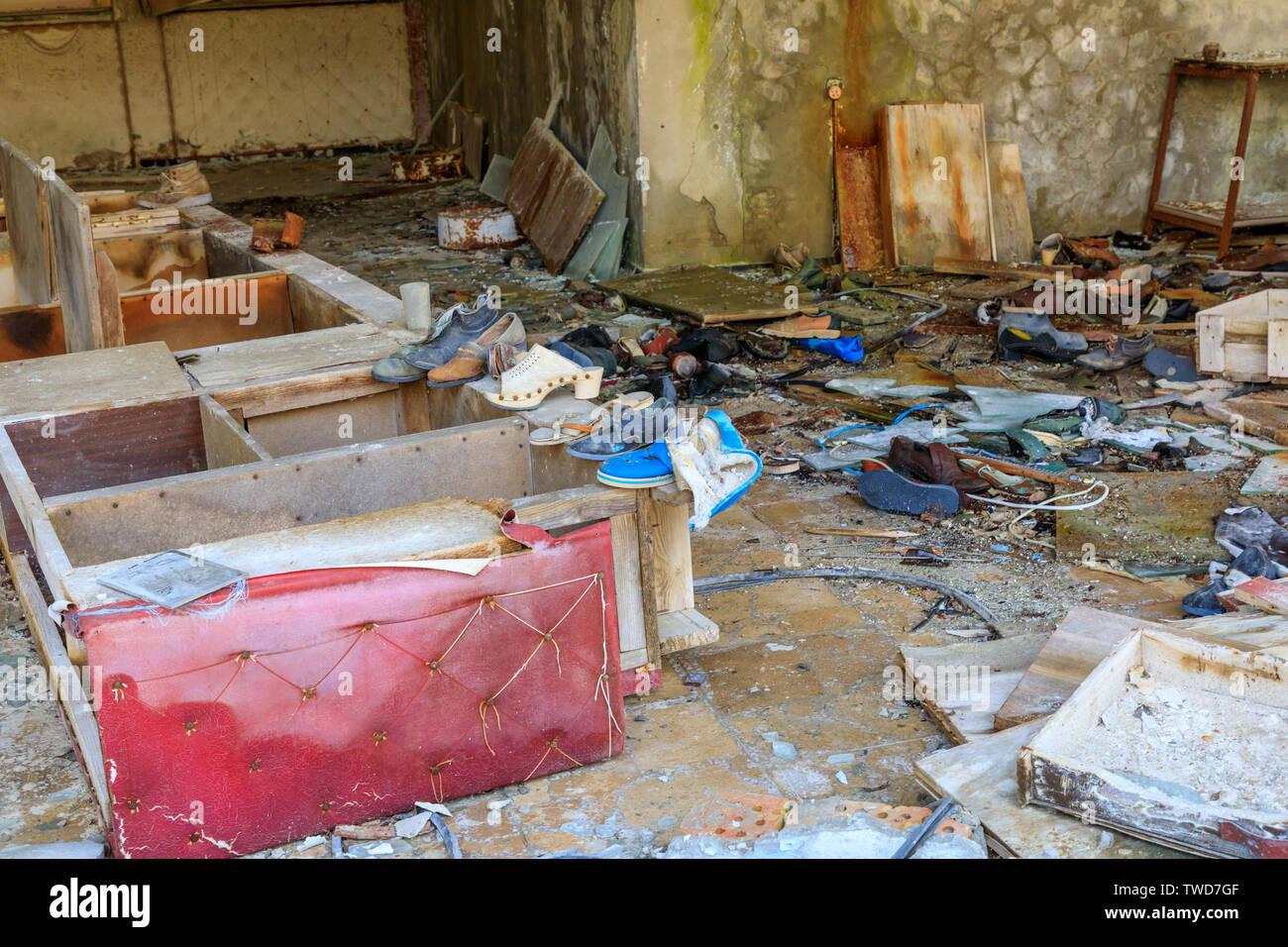Eastern Europe, Ukraine, Pripyat, Chernobyl. Shoe store. - Stock Image
