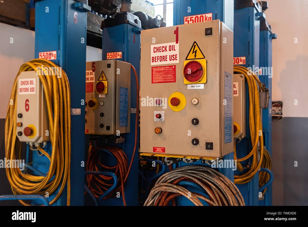 Auto hydraulic heavy duty jack for trucks, in a workshop warehouse. Stock Photo