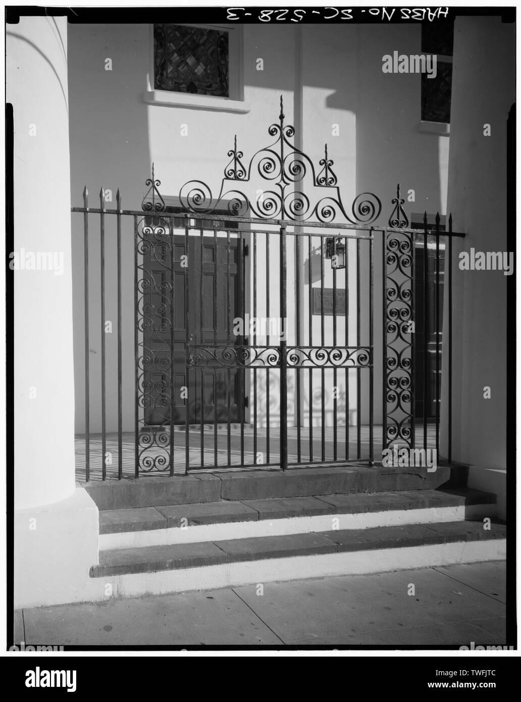 PORTICO GATE TO NORTH (FRONT) SIDE OF BUILDING - St. Johannes Lutheran Church, 48 Hasell Street, Charleston, Charleston County, SC - Stock Image