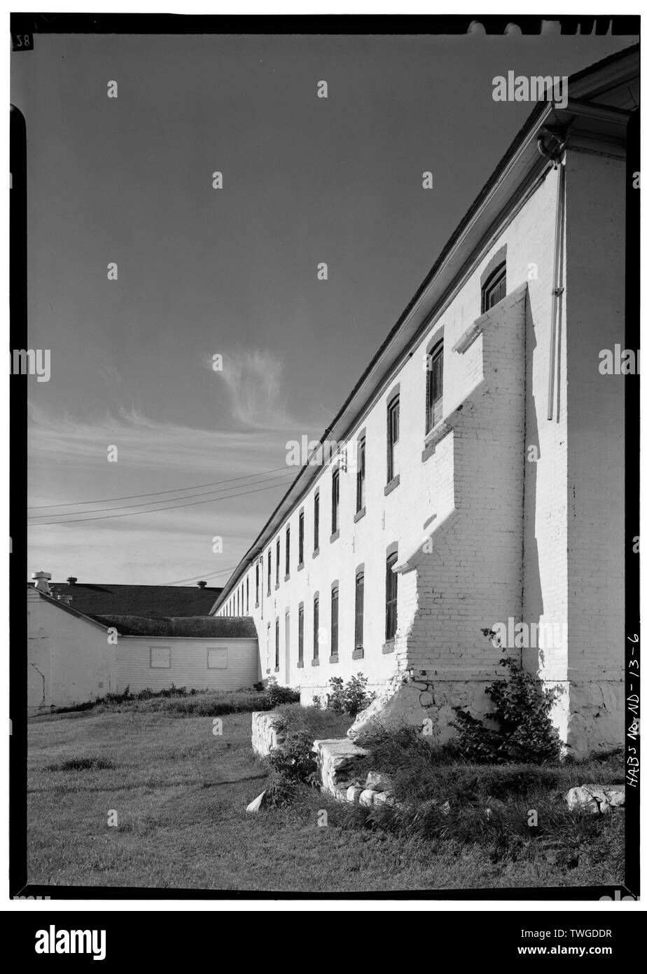 REAR SECTION WITH STEPPED BUTTRESS FROM NORTH - Fort Totten, Company Barracks, Building No. 11, 12 miles southwest of Devils Lake City off Route 57, Devils Lake, Ramsey County, ND Stock Photo