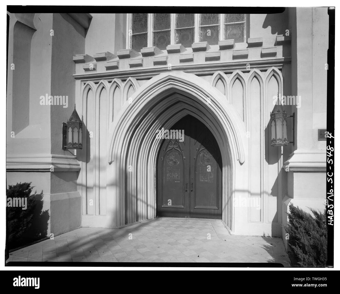RECESSED MAIN ENTRY, SOUTH (FRONT) ELEVATION - Grace Episcopal Church, 100 Wentworth Street, Charleston, Charleston County, SC - Stock Image