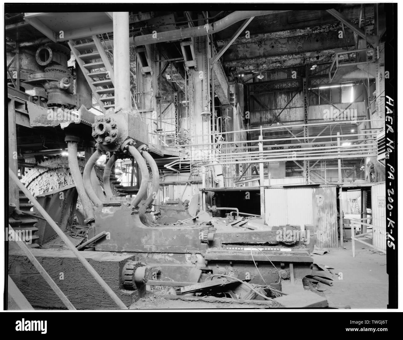 REMAINS OF RECIPROCATING PUMPS ON THE EAST SIDE OF No. 1 PRESS. - U.S. Steel Homestead Works, Press Shop No. 1, Along Monongahela River, Homestead, Allegheny County, PA; U.S. Steel Corporation; Bethlehem Steel Company; United Engineering; Carnegie, Phipps and Company; Davy Brothers; Joseph Whitworth and Company; Fritz, John; Davenport, Russell; Mesta Machine Company; Stupich, Martin, photographer - Stock Image