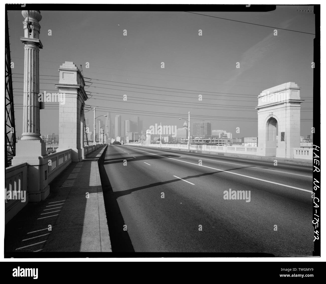 ROAD BED OVER-ALL VIEW, FACING WEST. - First Street Bridge, Spanning Los Angeles River at First Street, Los Angeles, Los Angeles County, CA Stock Photo