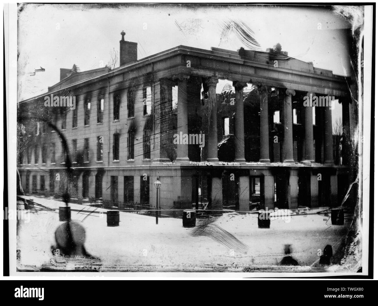 RUINS OF THE MERCHANTS' EXCHANGE. THE BUILDING WAS DESTROYED BY FIRE ON THE NIGHT OF JANUARY 8, 1854. VIEW FROM A DAGUERREOTYPE IN THE COLLECTION OF THE MAINE HISTORICAL SOCIETY - Portland Merchants' Exchange, North side of Middle Street, between Exchange and Market Streets, Portland, Cumberland County, ME - Stock Image