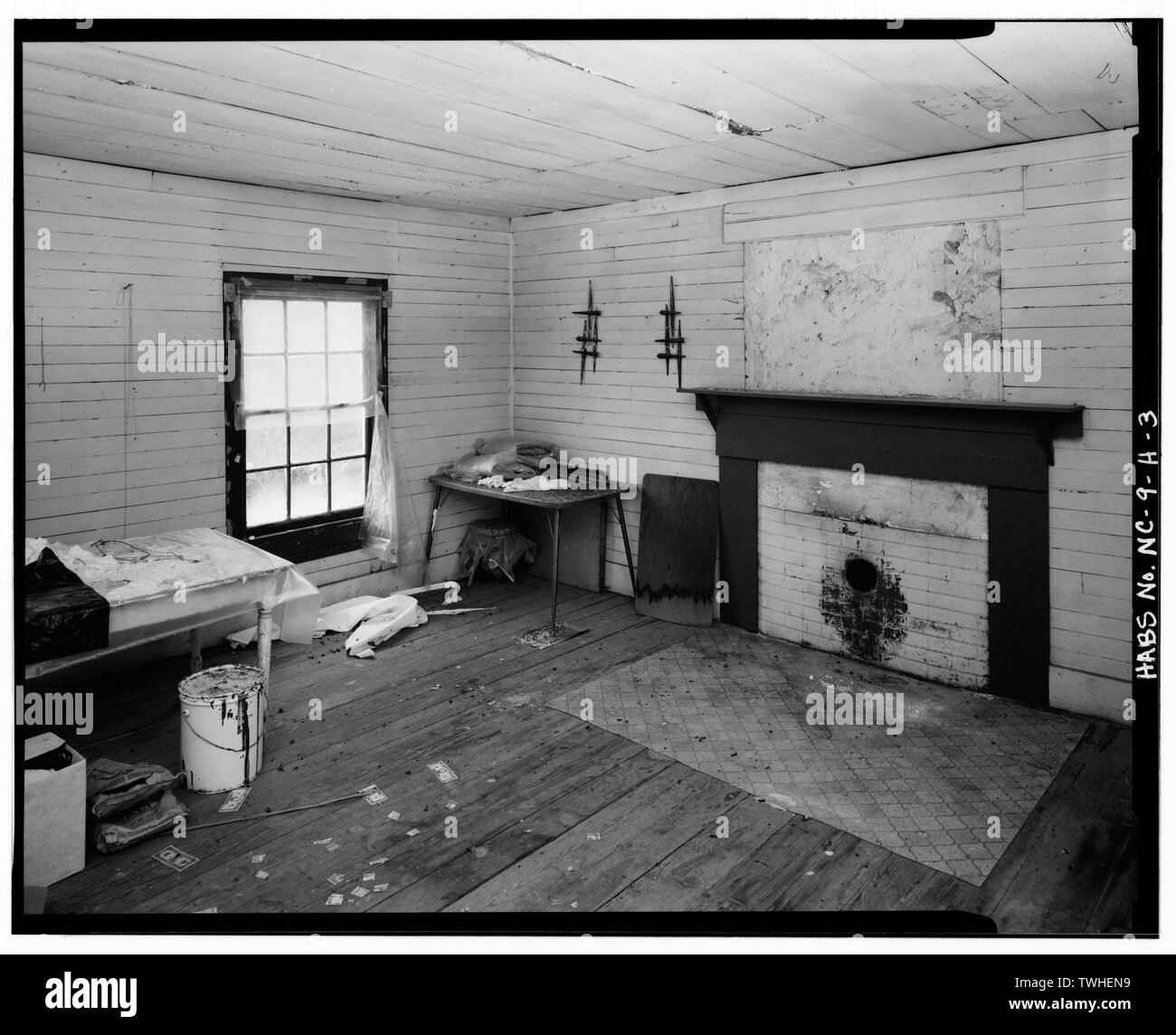 SECOND FLOOR INTERIOR, NORTHEAST ROOM LOOKING SOUTHWEST - Orange Factory Village, House No. 14, Old Orange Factory Road (State Route 1628), Durham, Durham County, NC - Stock Image