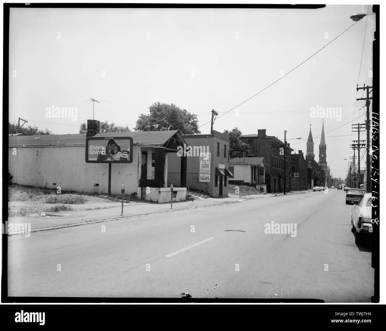 Shelby Street, looking south between Muhammad Ali and Madison Streets - Phoenix Hill Historic District, Louisville, Jefferson County, KY - Stock Image