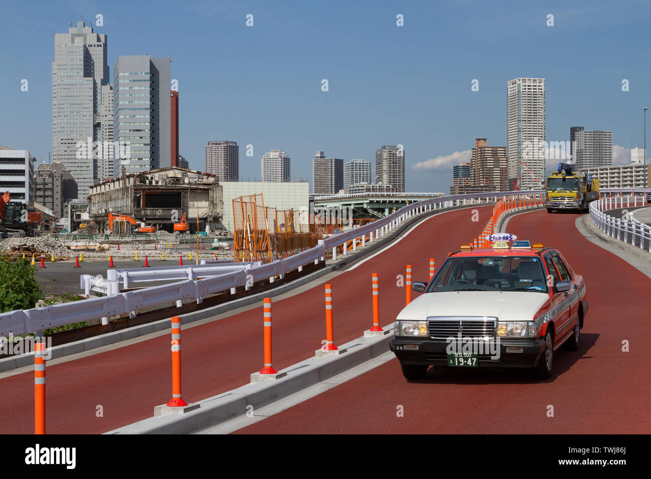 A taxi on a road overlooking the site of the old Tsukiji Wholesale fish market which is being demolished. Tokyo, Japan. Thursday May 30th 2019 The fa - Stock Image