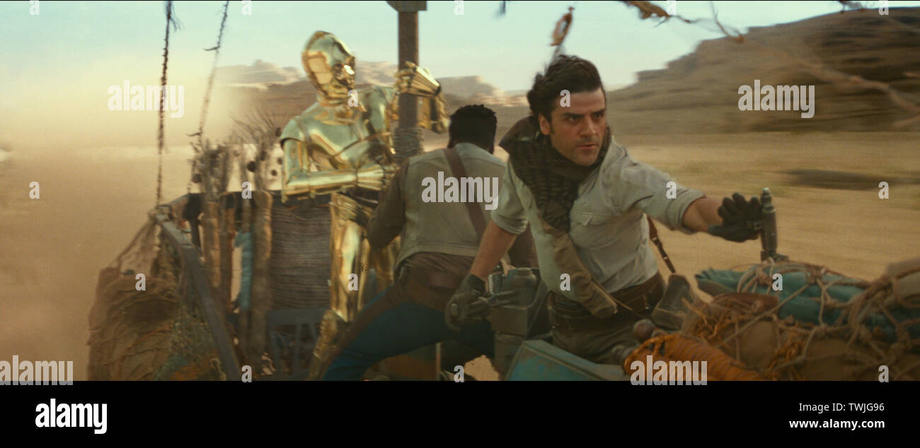 Anthony Daniels, John Boyega, Oscar Isaac, 'Star Wars: Episode IX - The Rise of Skywalker' (2019) Photo Credit: Lucasfilm Ltd. / The Hollywood Archive - Stock Image