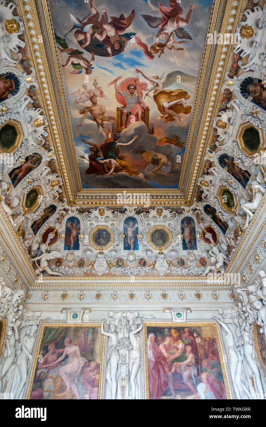 Frescoed ceiling in the State Apartments in Château de Fontainebleau, Seine-et-Marne, Île-de-France region of France - Stock Image