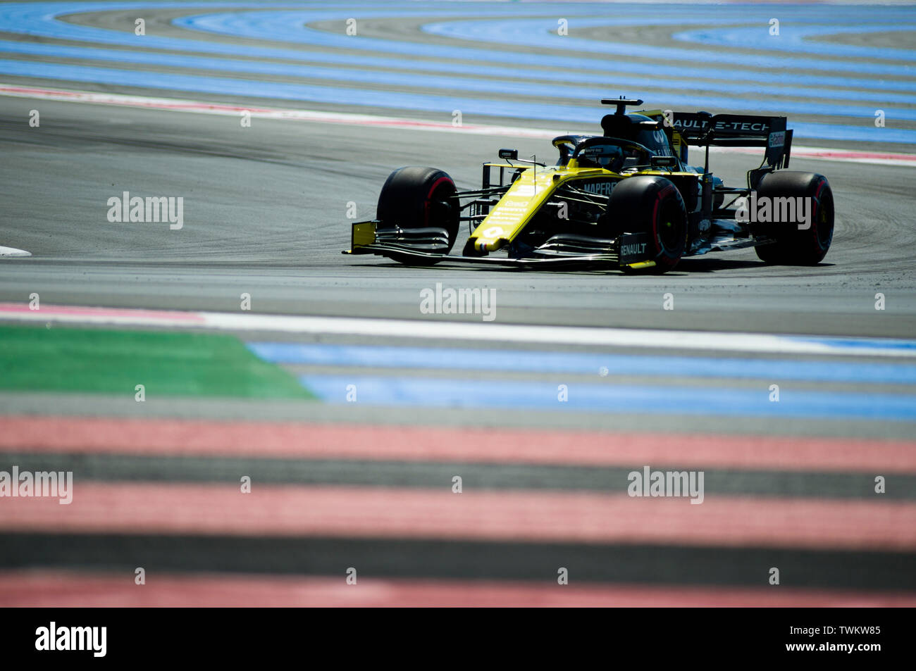 Marseille, France. 21st June 2019, Circuit Automobile Paul Ricard, Le Castellet, Marseille, France ; FIA Formula 1 Grand Prix of France, practise sessions; Daniel Ricciardo of the Renault Team in action during free practice 1 Credit: Action Plus Sports Images/Alamy Live News Stock Photo