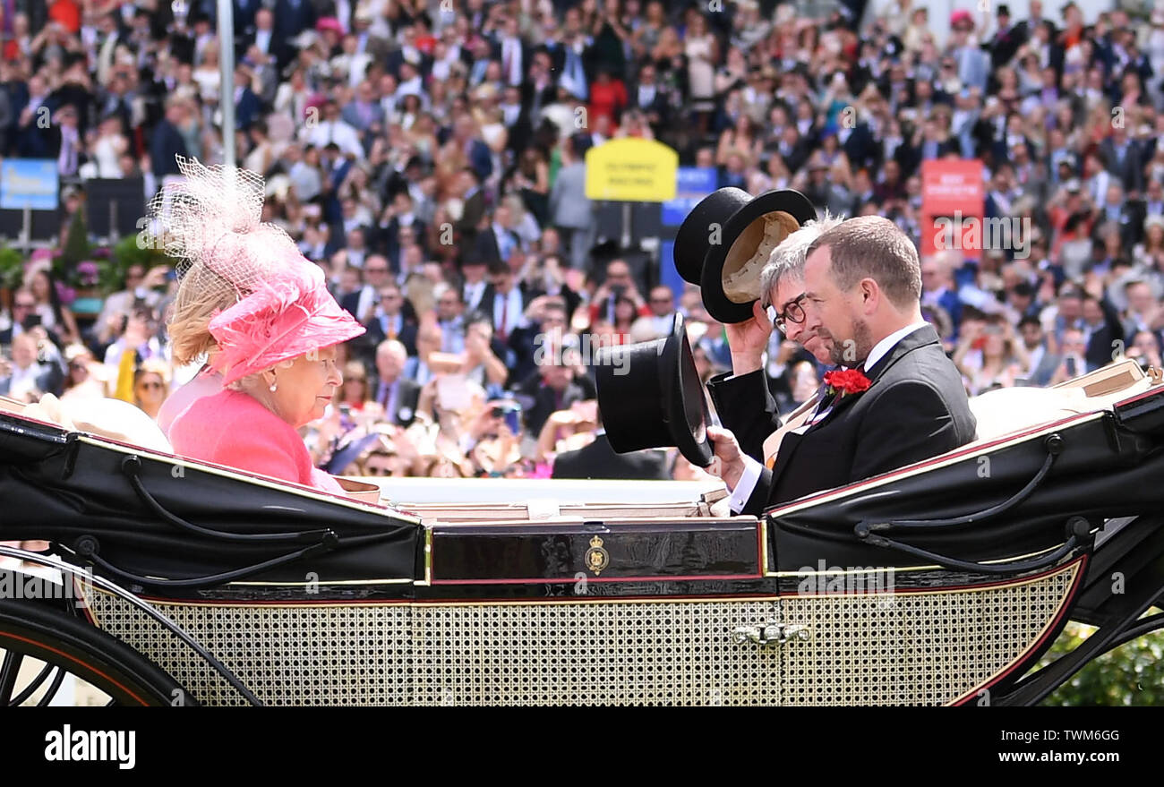 Ascot Racecourse, Windsor, UK. 21st June, 2019. Royal Ascot Horse racing; HM The Queen Elizabeth II arrives at Ascot Credit: Action Plus Sports/Alamy Live News Stock Photo