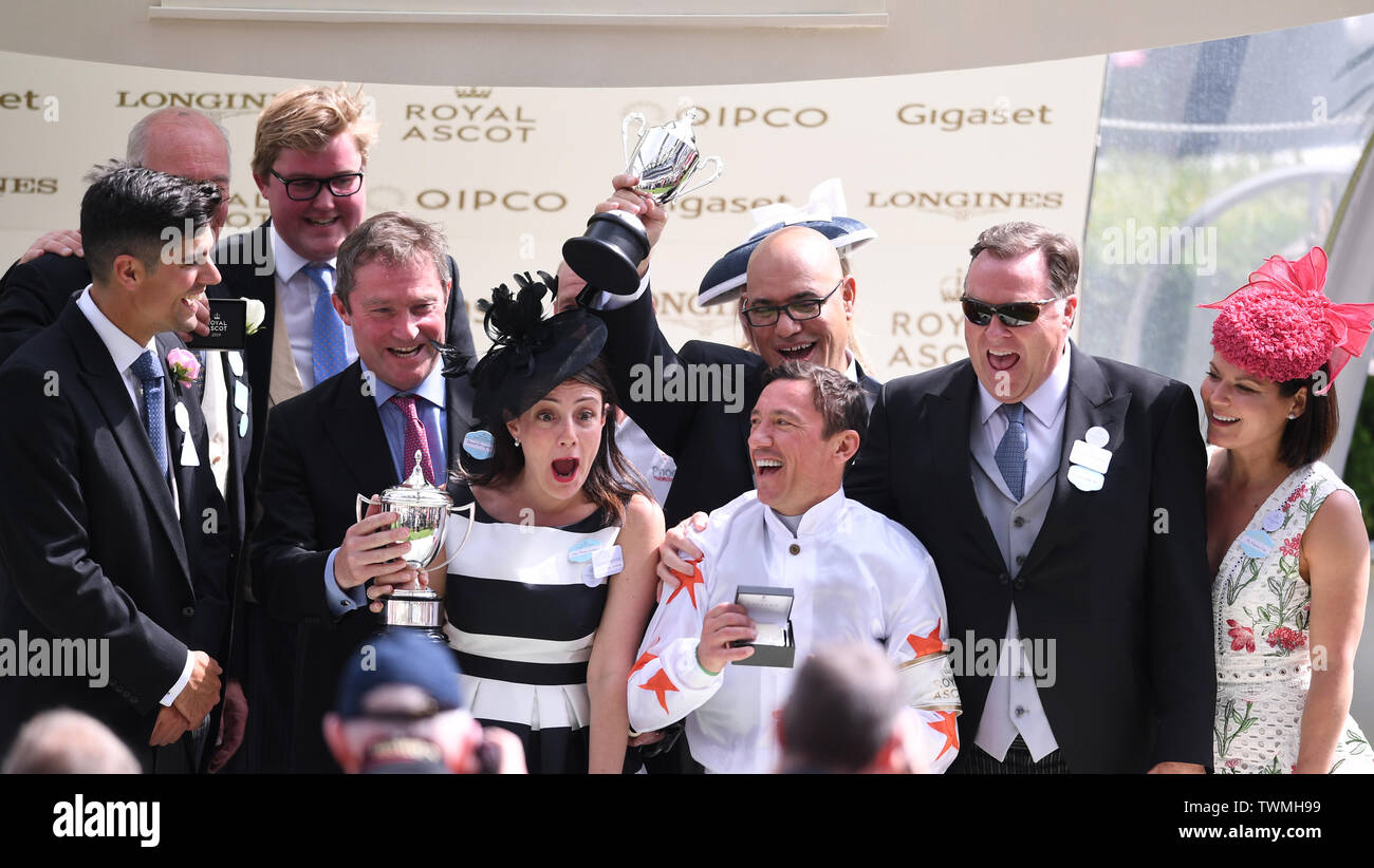 Ascot Racecourse, Windsor, UK. 21st June, 2019. Royal Ascot Horse racing; Race 3; Commonwealth Cup; Advertise Ridden By Frankie Dettori Trained By Martyn Meade wins the Commonwealth Cup and jockey Frankie Dettori, owners and trainer Martyn Mead celebrate on receiving their winners medals Credit: Action Plus Sports/Alamy Live News Stock Photo