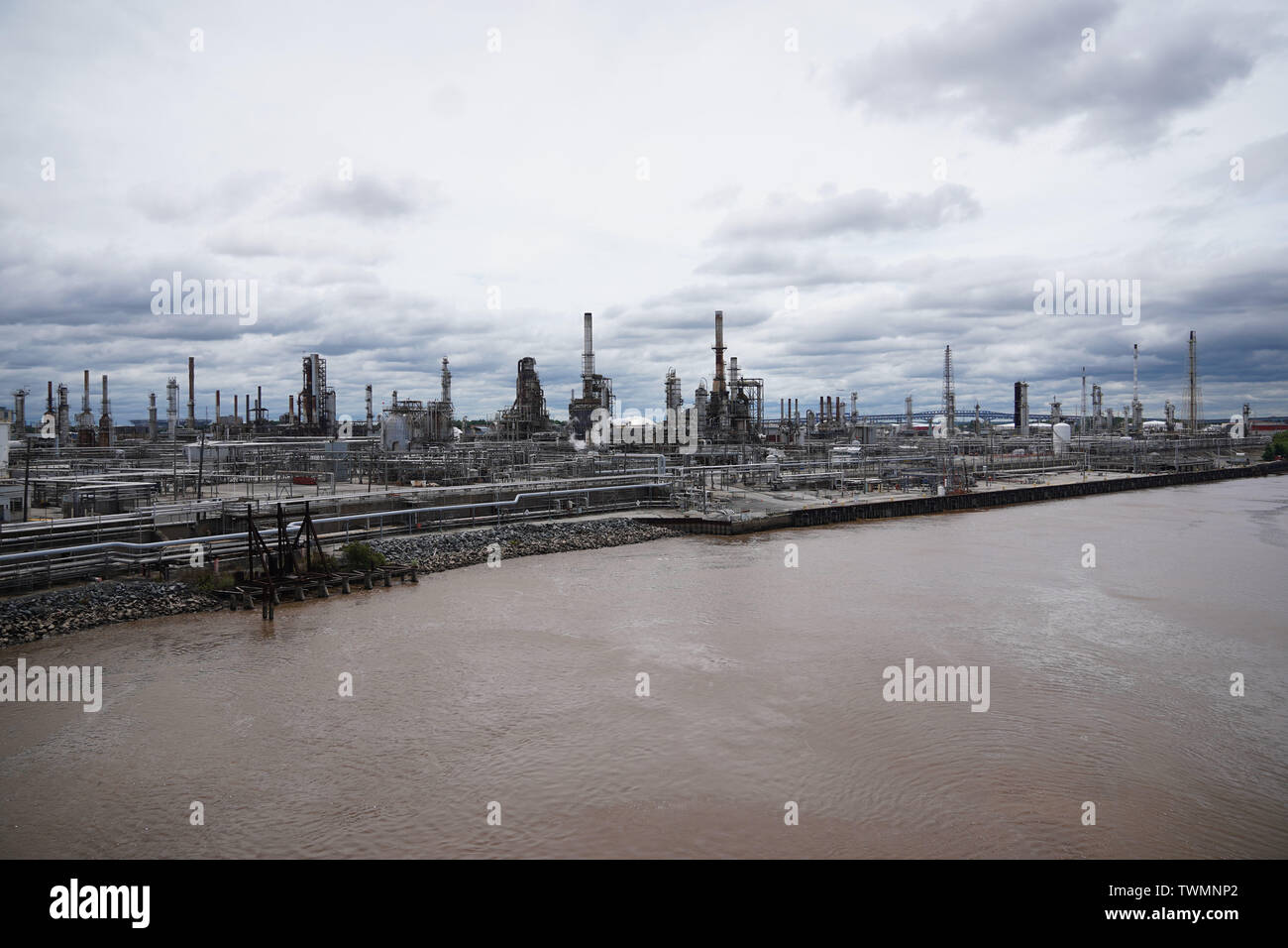 Philadelphia, USA. 21st June, 2019. Photo taken on June 21, 2019 shows the Philadelphia Energy Solutions refinery after the fire in Philadelphia, Pennsylvania, the United States. Firefighters have contained a massive fire erupting early Friday morning at the Philadelphia Energy Solutions refinery in Philadelphia, local media reported, citing the authorities. Credit: Liu Jie/Xinhua/Alamy Live News - Stock Image