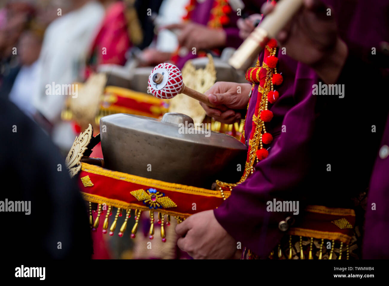 Berlin, Germany. 21st June, 2019. A member of an Indonesian wedding procession from Lombok plays a percussion instrument during the Fête de la Musique in front of the concert hall at the Gendarmenmarkt. With over 150 venues in all twelve Berlin districts concerts Credit: Christoph Soeder/dpa/Alamy Live News - Stock Image