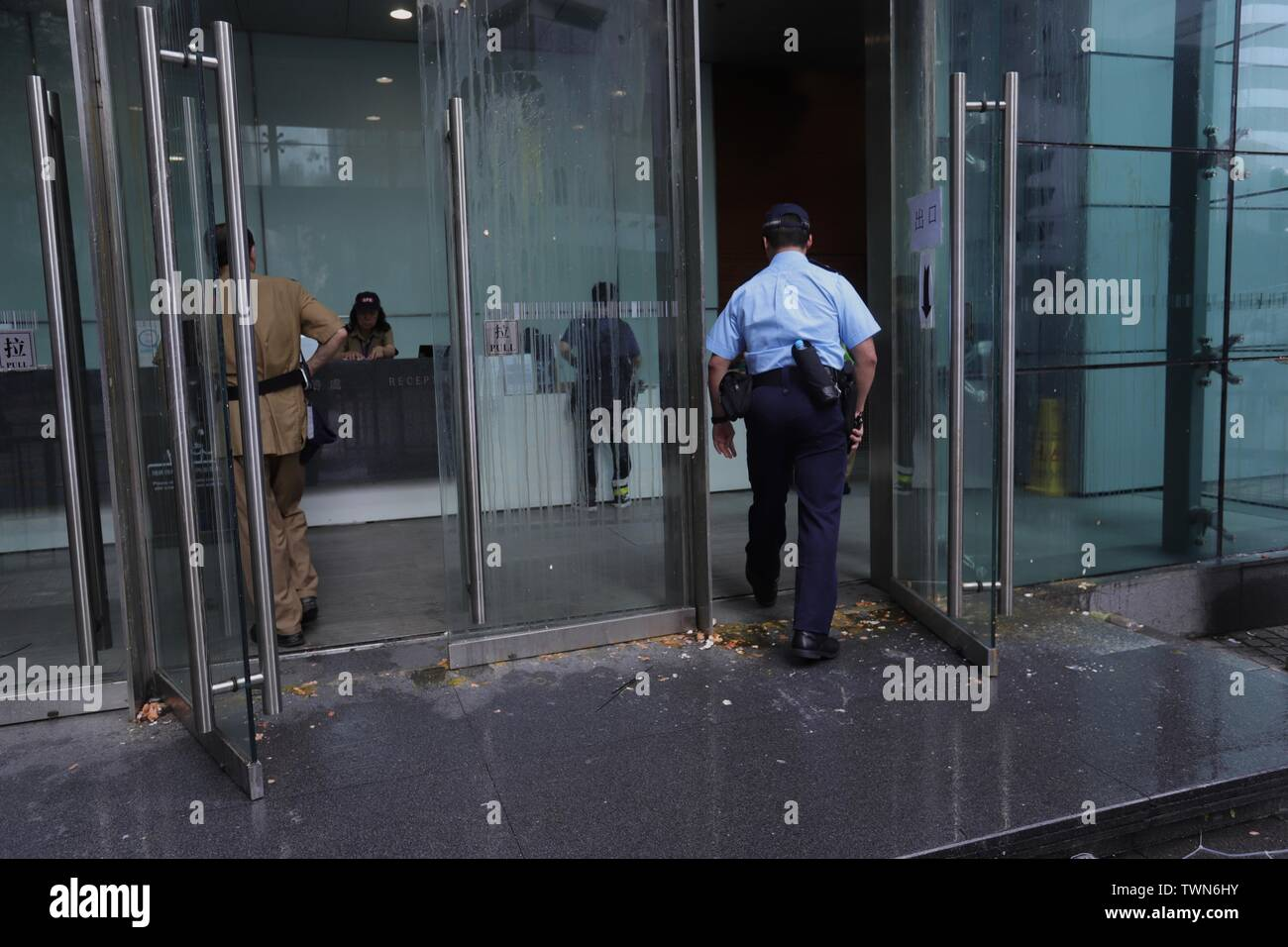 Hong Kong. 22nd June, 2019. Policeman walk over broken egg shells and slime as he enter Hong Kong Police Headquarters in the early morning after thousand of demonstrators surrounded Police Headquater last night condemning police brutality, demanding Police Chief Lo Wai-chung to offer formal apologies to the public. So far Lo have not responded to public outcry.June-22, 2019 Hong Kong.ZUMA/Liau Chung-ren Credit: Liau Chung-ren/ZUMA Wire/Alamy Live News - Stock Image