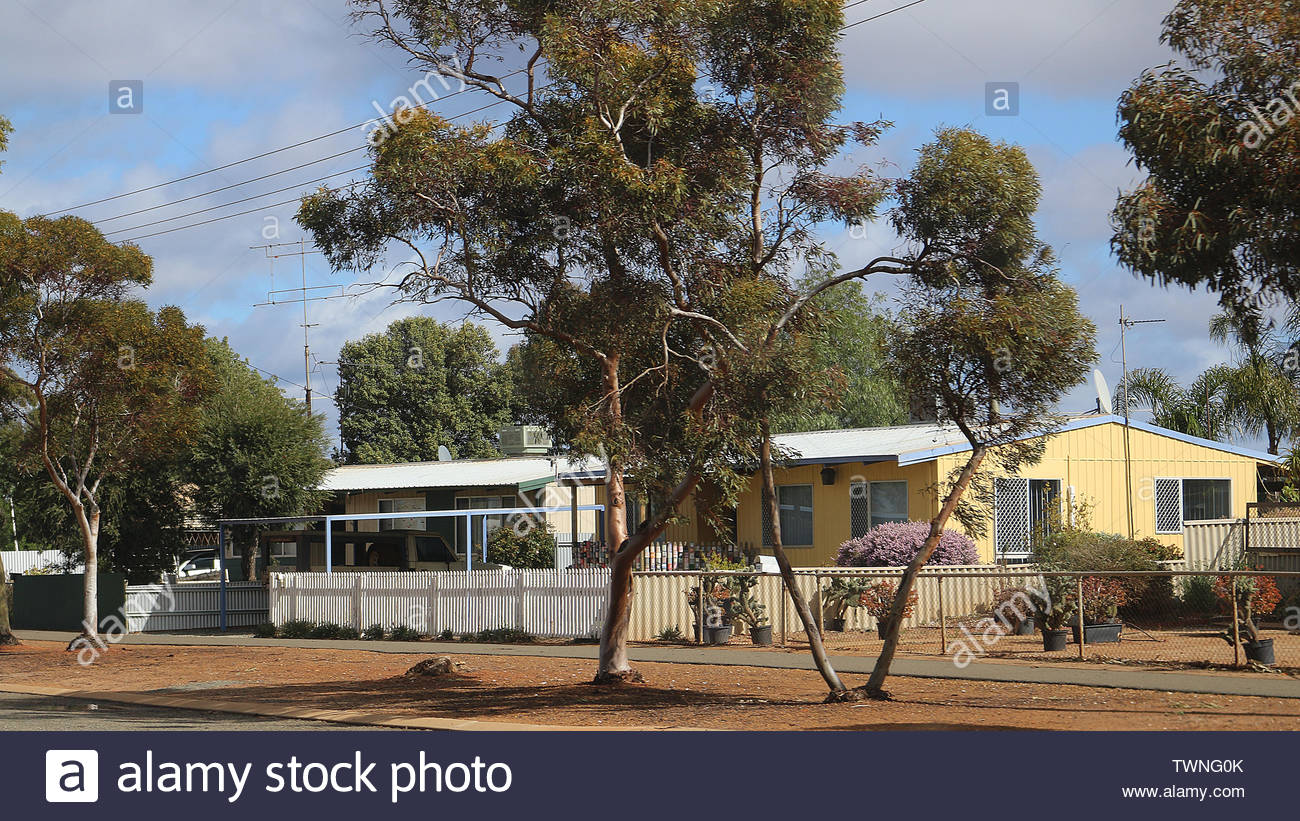Western Australian residential homes besides the Great Eastern Highway Stock Photo