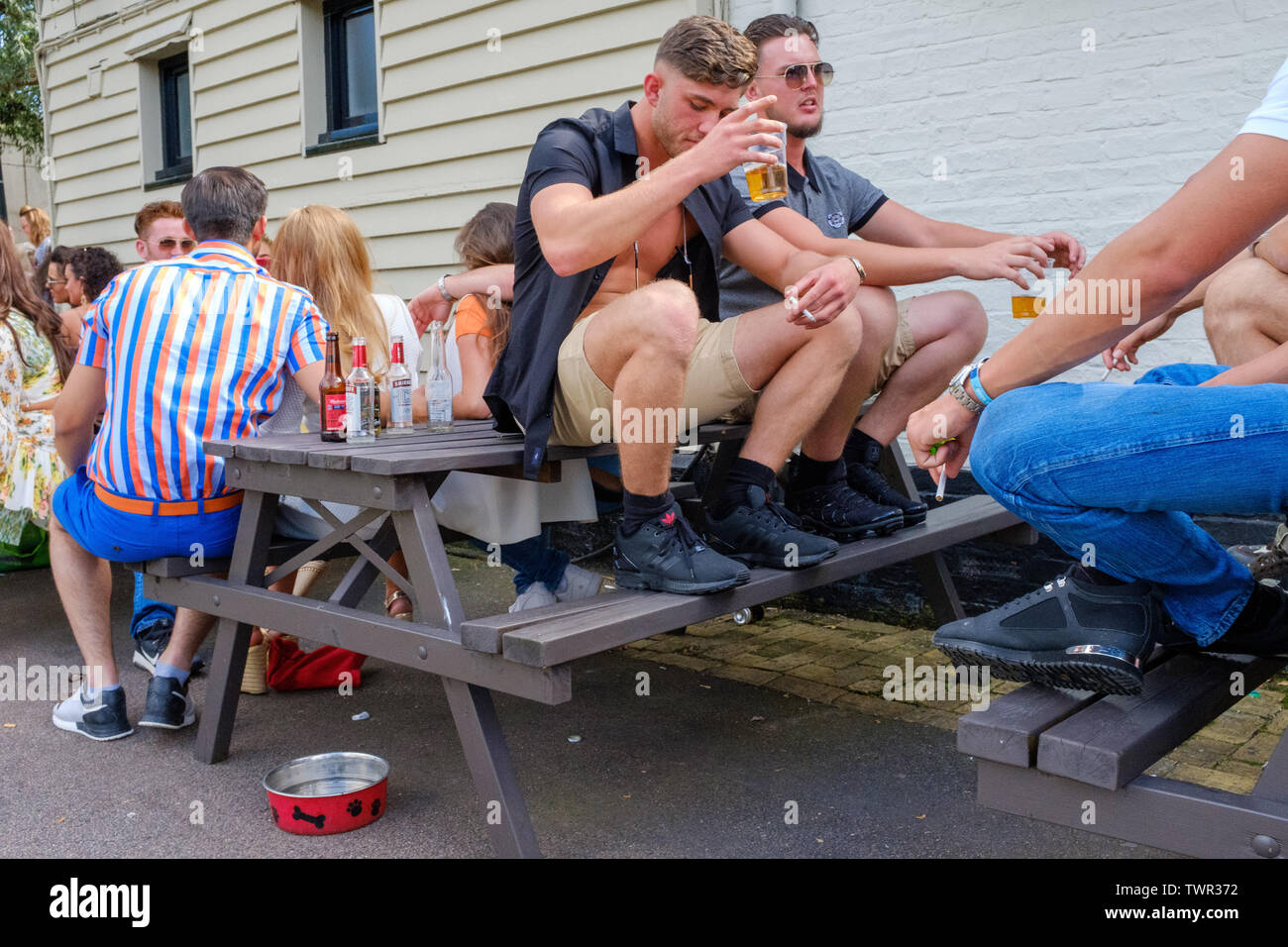Cambridge, UK. 22nd June 2019. A crowded beer garden at Fort St George Pub. The Saturday of the historic annual midsummer fair attracts many traveller communities from around the UK. CamNews / Alamy Live News Stock Photo