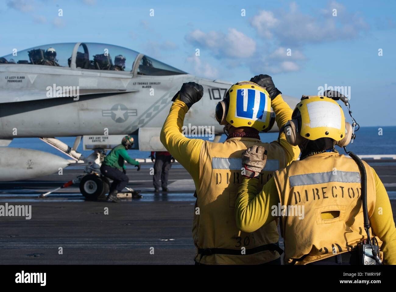 190620-N-CL027-2194  SOUTH CHINA SEA (June 20, 2019) Sailors direct the launch of an F/A-18F Super Hornet from Strike Fighter Squadron (VFA) 102 on the flight deck aboard the Navy's forward-deployed aircraft carrier USS Ronald Reagan (CVN 76) during flight operations. Ronald Reagan, the flagship of Carrier Strike Group 5, provides a combat-ready force that protects and defends the collective maritime interests of its allies and partners in the Indo-Pacific region. (U.S. Navy photo by Mass Communication Specialist 2nd Class Janweb B. Lagazo/Released) - Stock Image