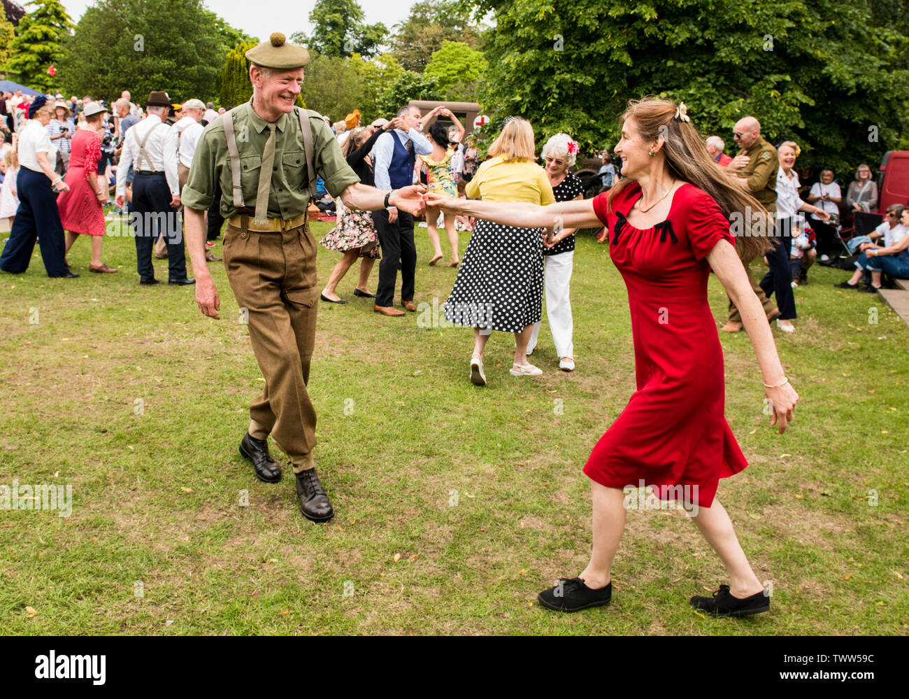 Couple swing dancing in authentic 1940s outfits Swing in Valley Gardens on 1940s Day, Harrogate, England, UK, 23rd June 2019. Stock Photo