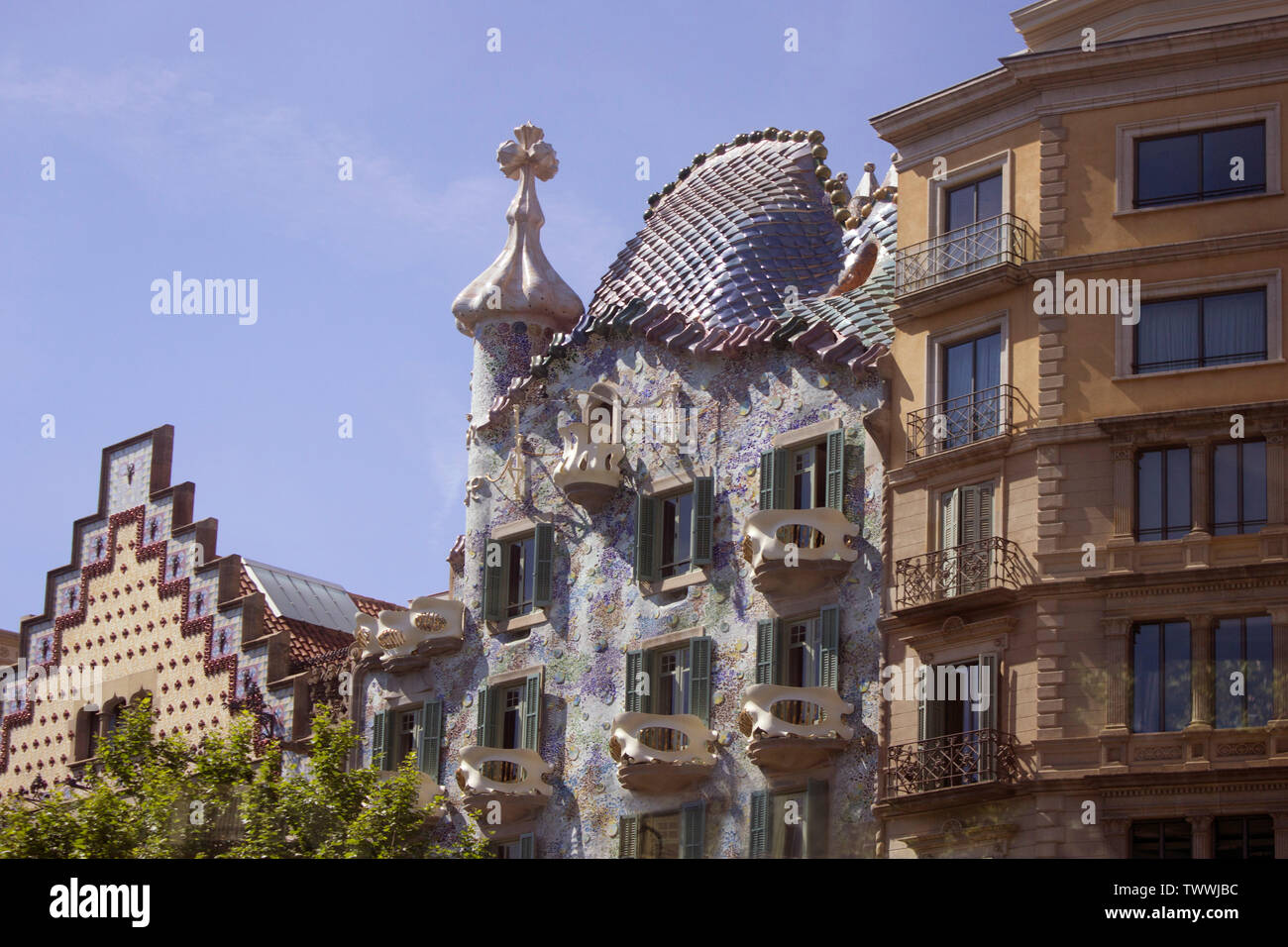 Casa Batlló, framed by buildings in other styles.  Considered as one of Gaudi's masterpieces, in central Barcelona. - Stock Image